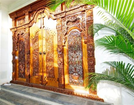 Beautiful Balinese front gates