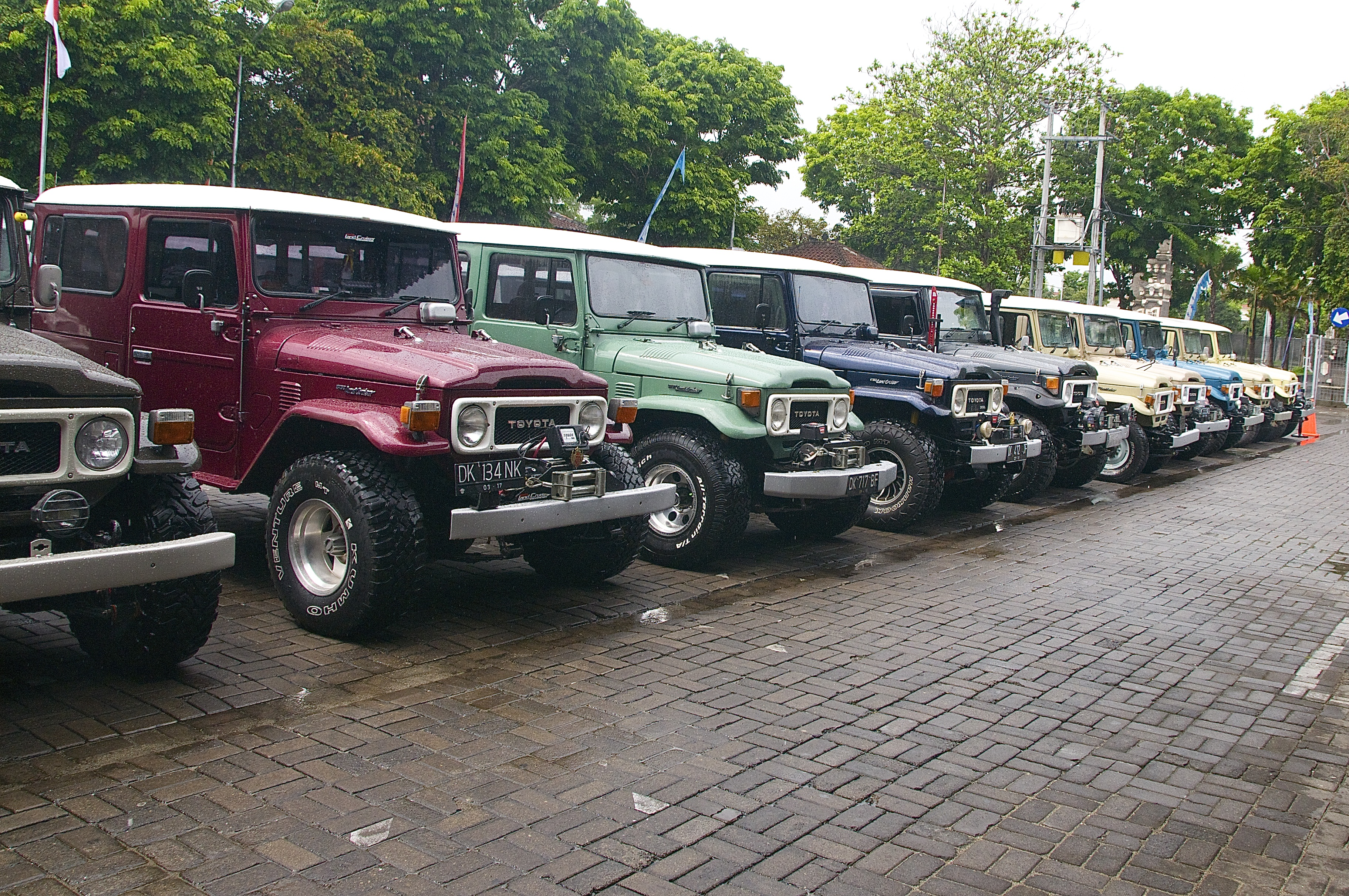 Toyota Land Cruiser Fj40 Navigating Bali The Is An Iconic Truck Of Indonesia And Phillipines They Were Produced By Between 1960 To 1984